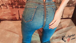Teenage Fingering Wet Pussy & Play Vibrator in the Cool Jeans
