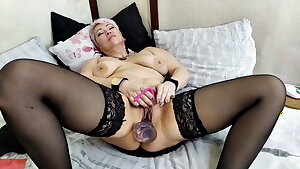Sizzling orgasm of mature bitch with big tits and nipples!