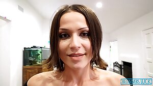 brooke sinclaire sexy brunette mummy - Brooke sinclaire
