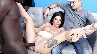 Italian Wife Sabrina Ice Makes Black Bull Internal ejaculation Her