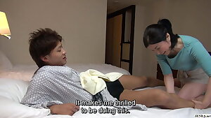 Japanese hotel massage – mature big-titted masseuse gives handjob
