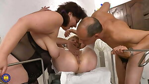 Wild mature 3some with fisting and anal